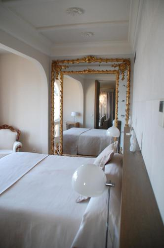 One-Bedroom Suite Hotel Villa Italia 16