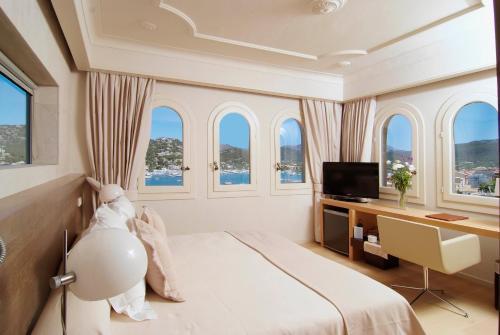 Superior Double Room with Sea View Hotel Villa Italia 16