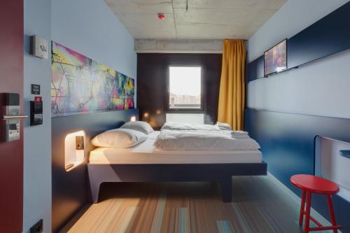 MEININGER Hotel Berlin East Side Gallery photo 20