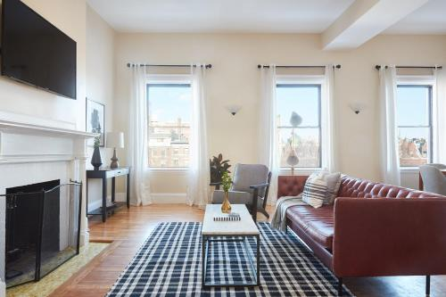 Four-Bedroom on Commonwealth Avenue Apt 8 in MA