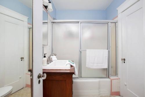 Two-Bedroom One-Bath Apt - San Diego, CA 92103