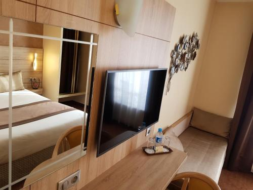 Hotel Champerret Elysees photo 31