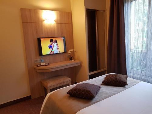 Hotel Champerret Elysees photo 32