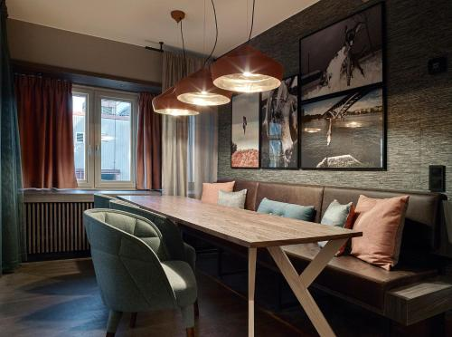 Brunkebergstorg 9, 111 51 Stockholm, Sweden.