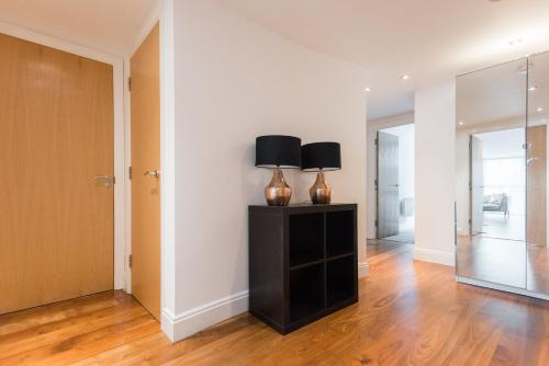 Stunning 2 bed 2 bath a London