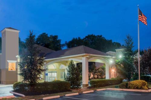 Days Inn & Suites by Wyndham Cherry Hill - Philadelphia - Cherry Hill, NJ NJ 08002