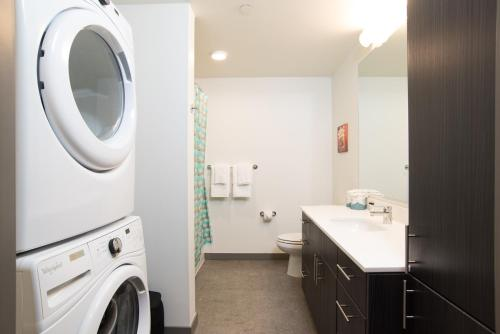 Furnished Suites In Corporate Center - Santa Monica, CA 90404