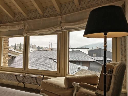 Habitación con cama grande  Las Doñas del Portazgo 10