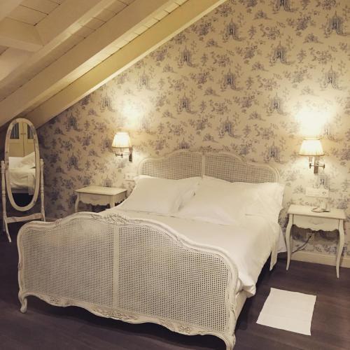 Habitación con cama grande  Las Doñas del Portazgo 9