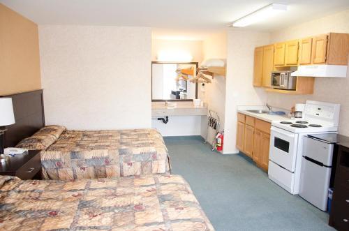 Best Budget Inn & Suites Kamloops - image 12