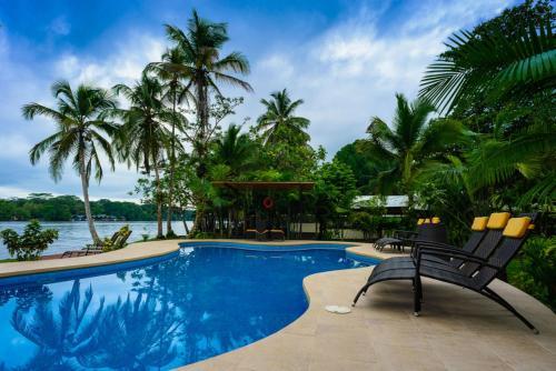. Manatus Hotel