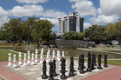 Quality Suites Central Square - Accommodation - Palmerston North