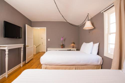 The Lafayette Hotel Swim Club & Bungalows - San Diego, CA CA 92104