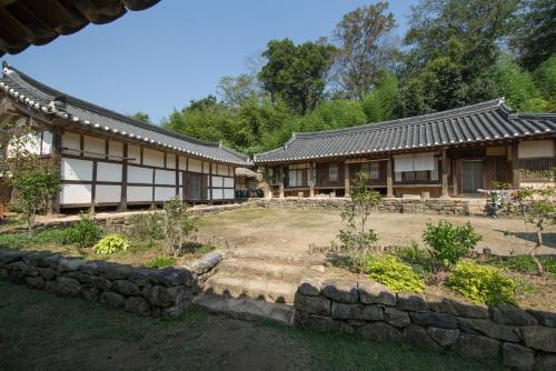 Jinrae Lee's Traditional House