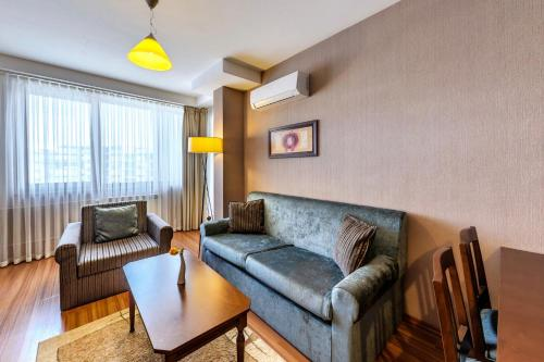 Executive Suite (2 adults + 1 child up to 9 years)