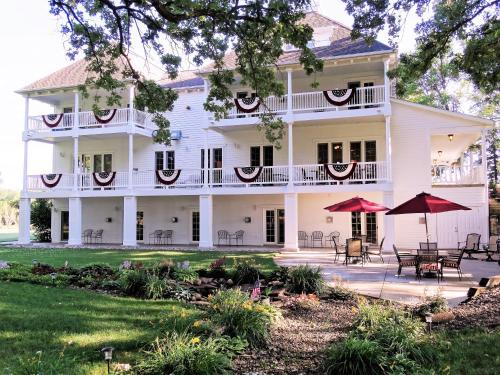 . The Oakwood Inn