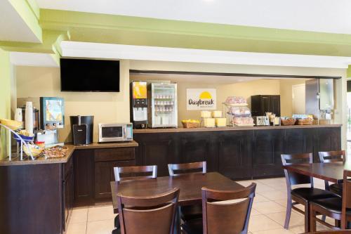 Days Inn by Wyndham San Jose Airport - Milpitas, CA CA 95035