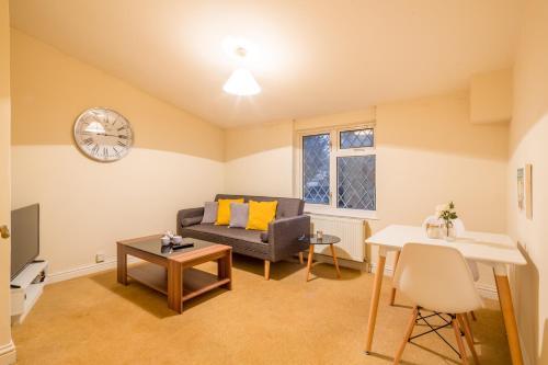 . Deep Cleaned 1 Bedroom Apartment - Colestrete
