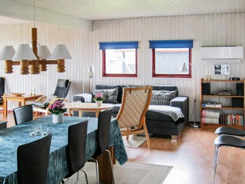 Four-Bedroom Holiday home in Harboøre 13 in Harboør