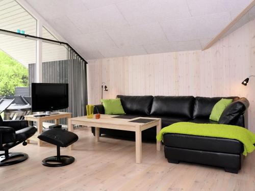 Three-Bedroom Holiday home in Blåvand 52 in Ho