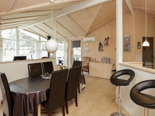 Three-Bedroom Holiday home in Væggerløse 41 in Bøtø By