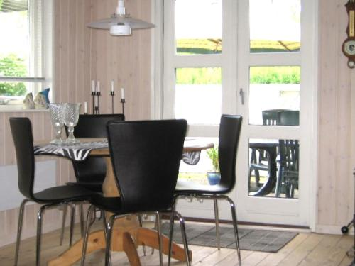 Three-Bedroom Holiday home in Malling 2 in Ajstrup