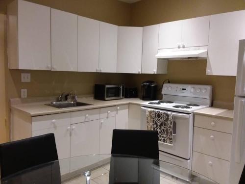 #20 -+ Gorgeous! Spacious! 3 Bedroom Condo - Plateau