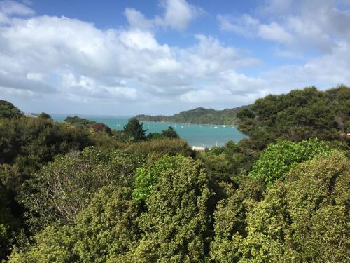 ONEROA HOLIDAY RETREAT WITH SEAVIEW, Oneroa, New Zealand