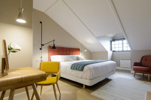 Habitación Doble Superior con cama grande Pazo de Mendoza 2