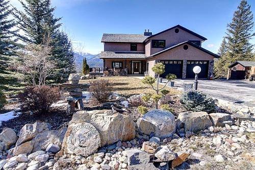 . Mountain Views   Private Hot Tub Luxury Fairmont Vacation Home with Fairmont Creek
