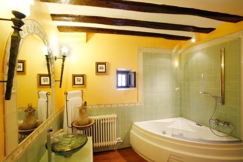 Suite Hotel Boutique Real Casona De Las Amas 11