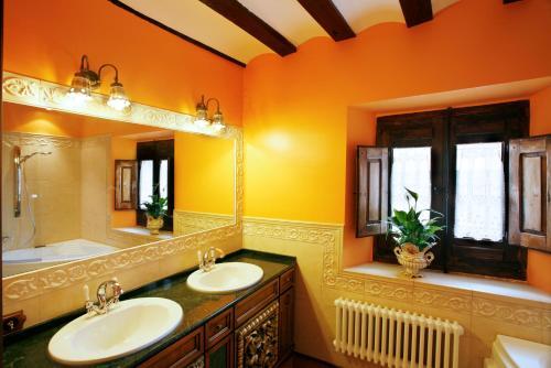 Habitación Doble con bañera de hidromasaje  Hotel Boutique Real Casona De Las Amas 5