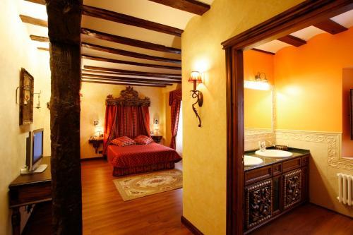 Habitación Doble con bañera de hidromasaje  Hotel Boutique Real Casona De Las Amas 2
