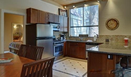 Lakeshore Condo - Incline Village, NV 89451