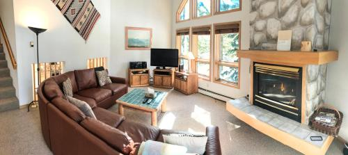 East Vail Mountain & Waterfall View Condo - Vail, CO 81657