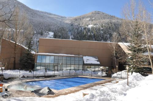 Pitkin Creek Park East Vail Vacation Condo - Vail, CO 81657