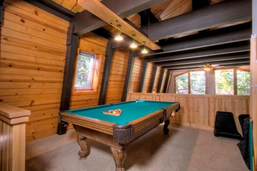 Pezzola Luxury Rental Cabin - Carnelian Bay, CA 96140