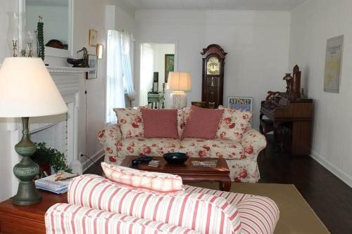 """Historic Manteo """"The Baum House"""" room photos"""