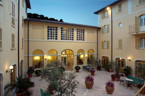 . Hotel San Luca