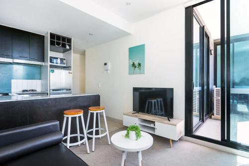 Central and Modern Apartment in Melbourne CBD