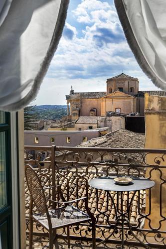Via Camillo Benso Conte di Cavour 53, 96017 Noto, Sicily, Italy.