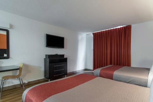 Motel 6-Atlanta GA - Virginia Ave - Atlanta, GA GA 30344