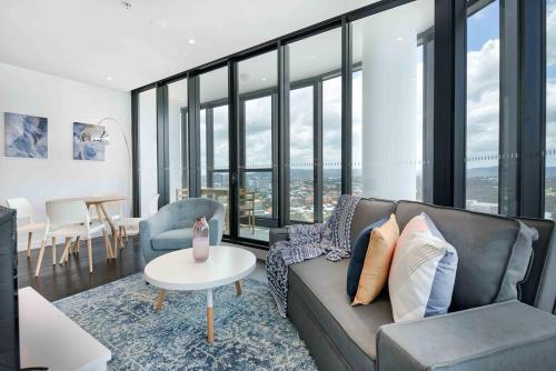 Amazing Centrally Located Designer Apartment