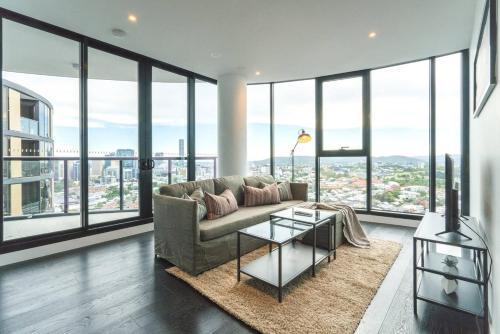 Luxe Living Level 29 Skyscraper Pad