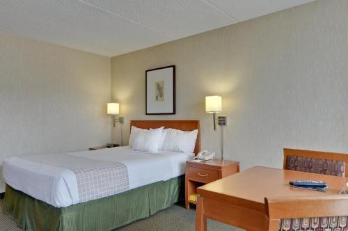 Vagabond Inn Executive Old Town - Sacramento, CA CA 95814