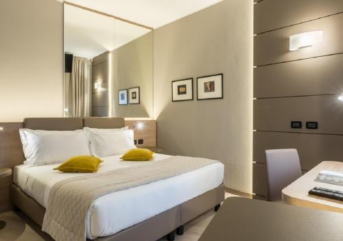 Cardano al Campo Hotels