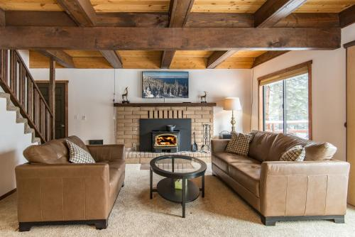 Spacious Truckee Cabin For 12