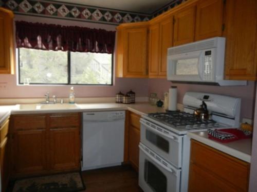 044 Stargazer Home - Big Bear City, CA 92315