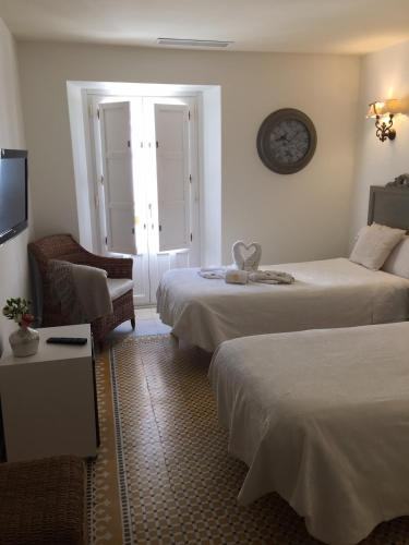 Double or Twin Room with Balcony Hotel Argantonio 7