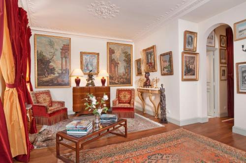 Apartment Penthievre photo 17